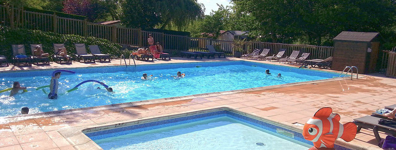 camping-la-chataigneraie-piscine.jpg