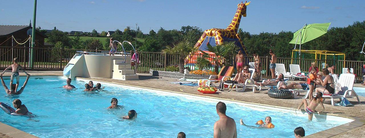camping-lac-de-bonnefon-piscine.jpg