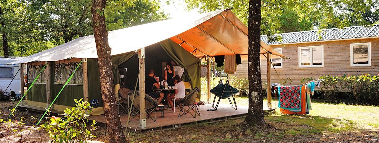 camping-le-medoc-bleu-gironde-bungalow-toile.jpg