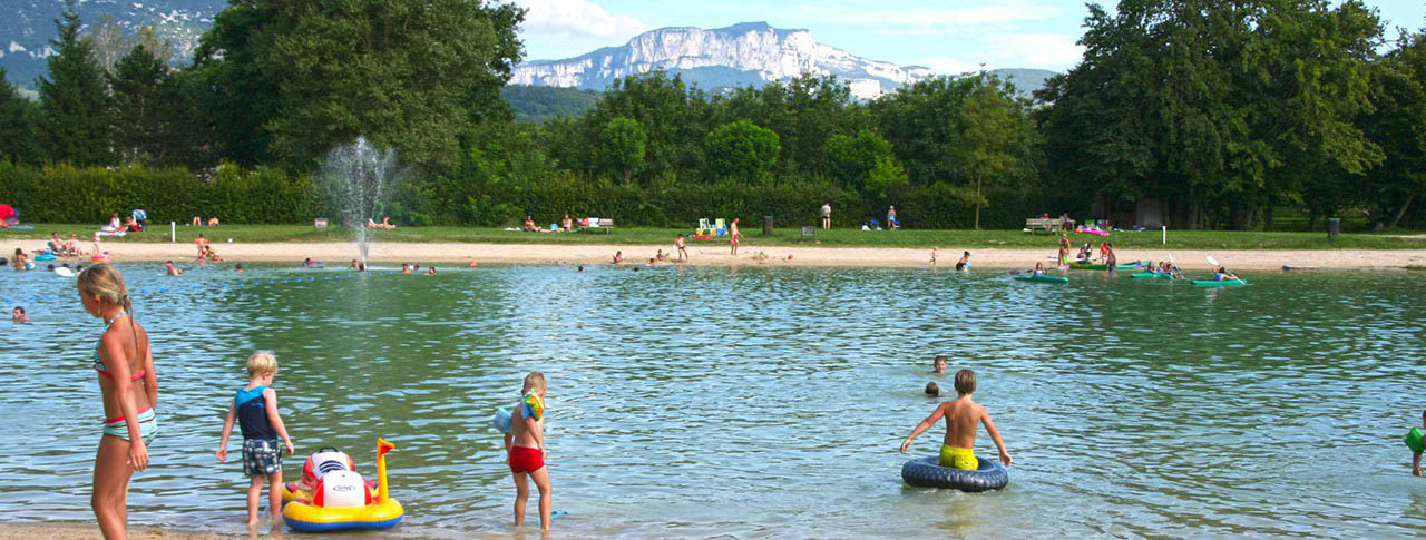 Camping le lac du marandan saint romans is re rh ne for Camping lac annecy avec piscine