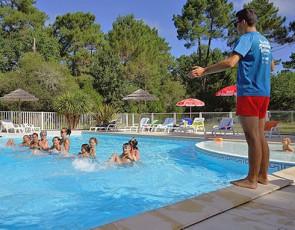 camping-le-medoc-bleu-gironde-piscine-principale.jpg
