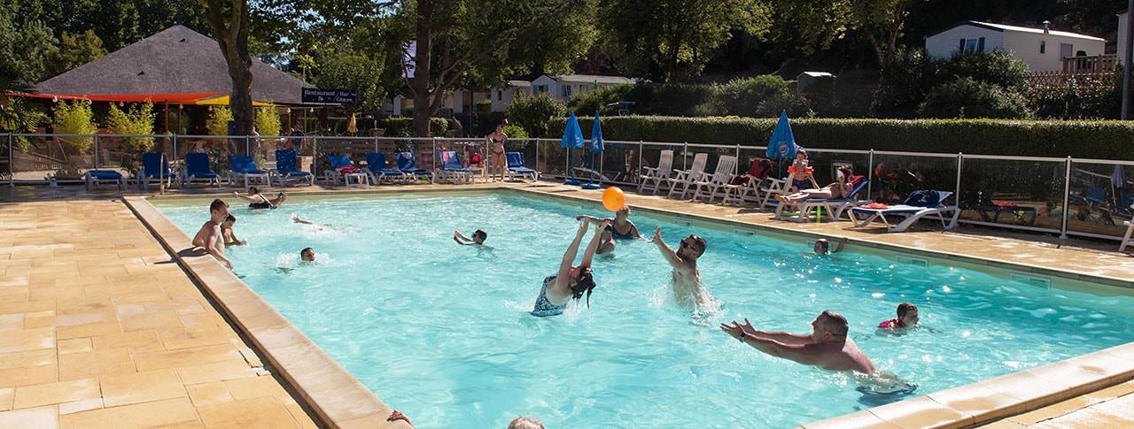 camping-les-nobis-d-anjou-piscine-min.jpg