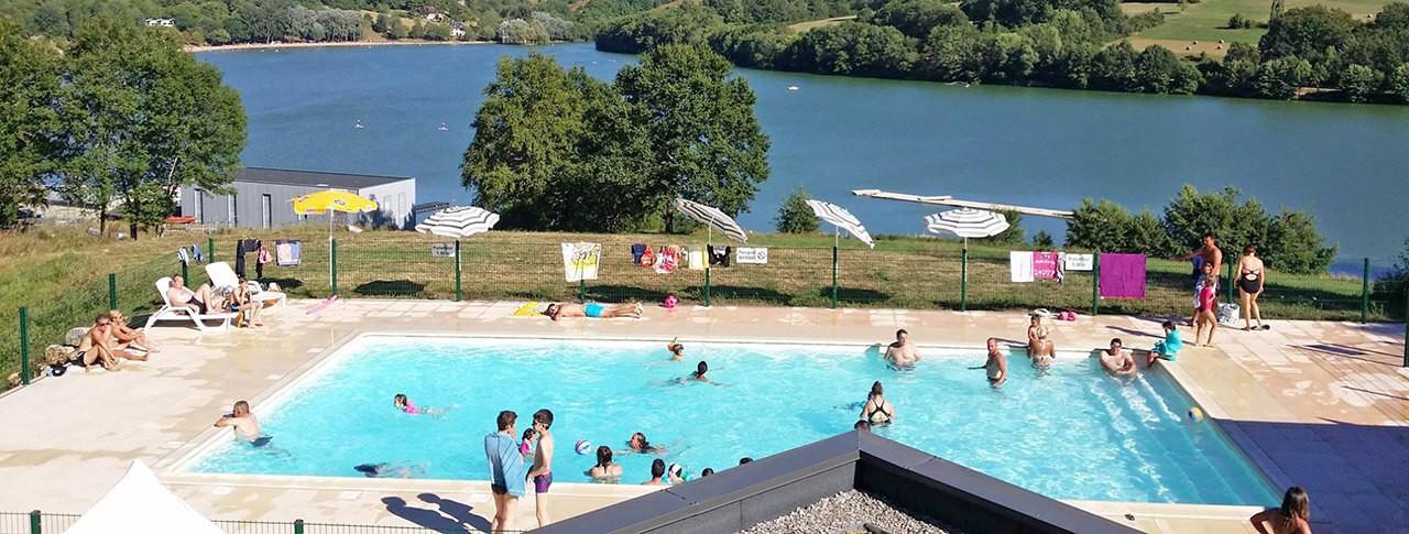 camping Le Lac du Causse piscine extérieur et lac