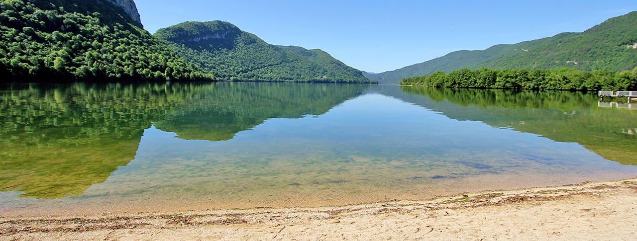 Camping la Presqu île du Jura plage Lac