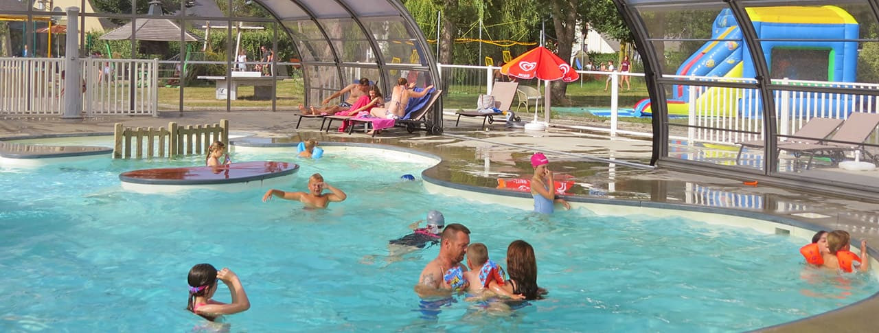 Camping Le Haut Dick piscine couverte