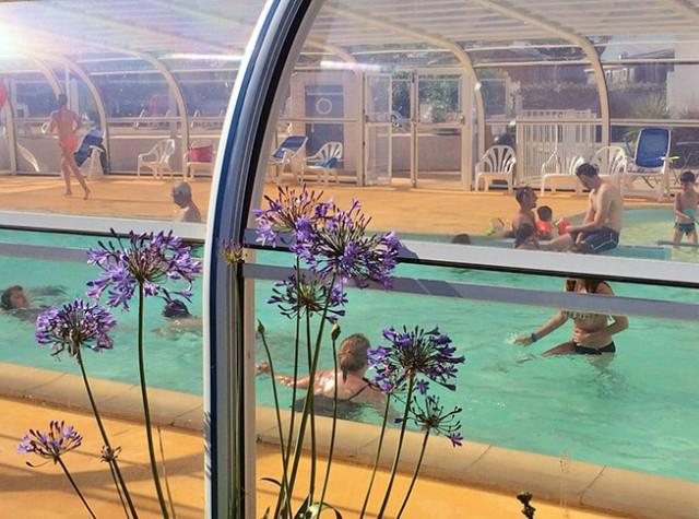 Camping La Pointe du Talud piscine couverte-3