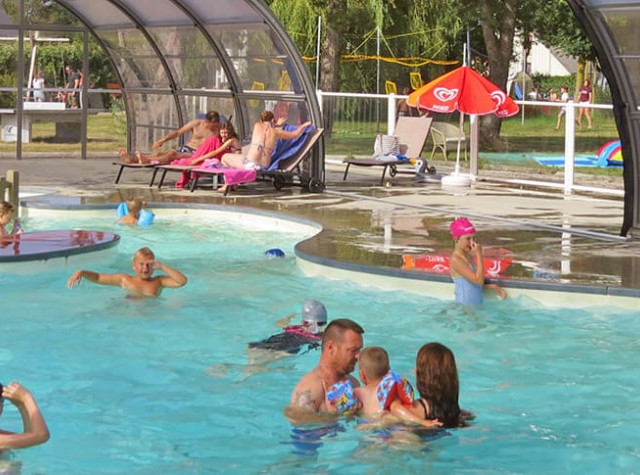 Camping Le Haut Dick piscine couverte-1