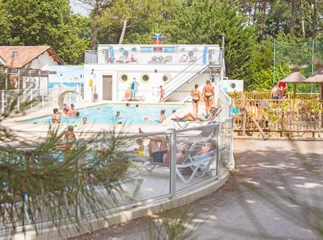 Camping La Canadienne Arès piscine extérieure-2