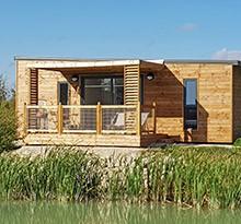 Flower Camping Les Lodges de Blois Chambord cabane au bord de l'eau