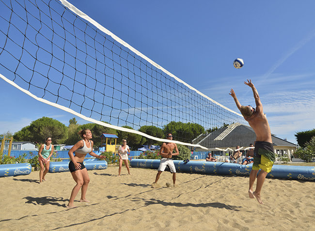 camping-quiberon-volley-ball.jpg-3