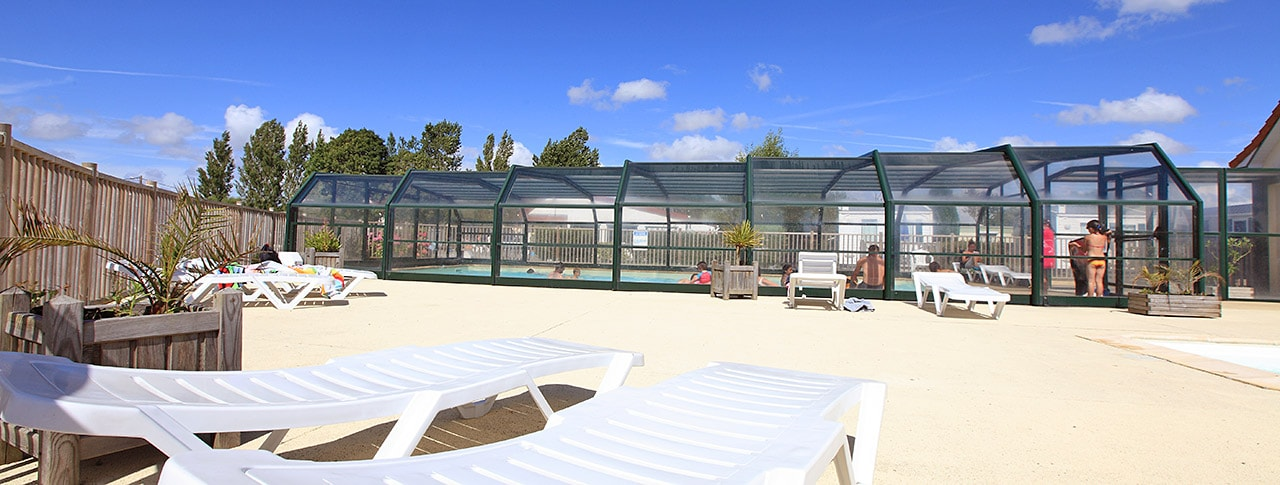 Camping Les Vertes Feuilles piscine couverte chauffee-1