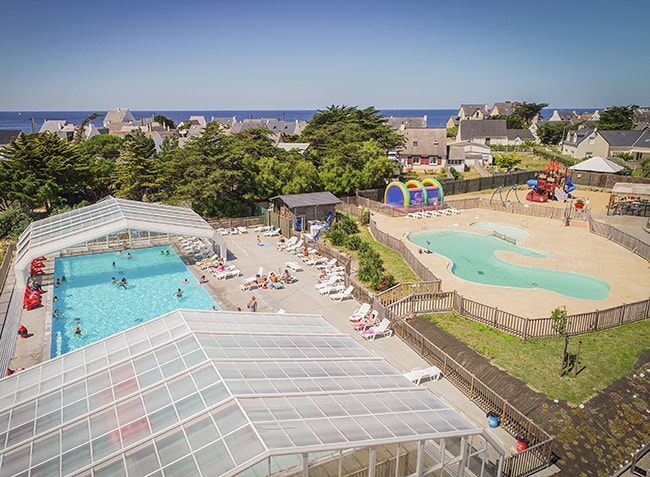 camping-les-paludiers-piscine-couverte-min.jpg-2