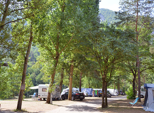 camping-le-peyrelade-emplacements.jpg-5