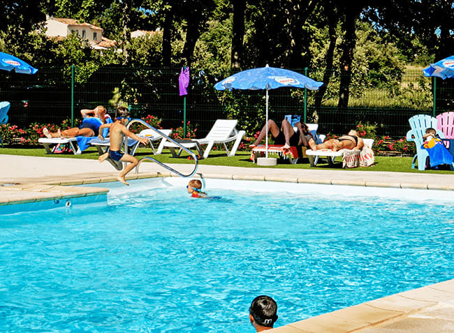 camping-truffieres-piscine-exterieure.jpg-1